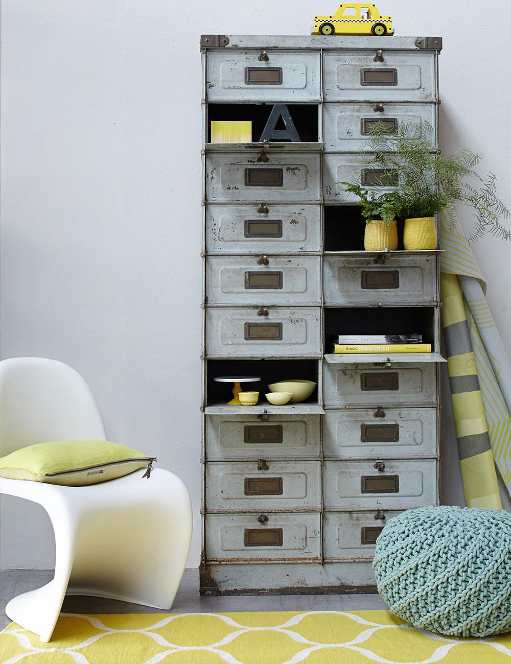 Peter Fehrentz interiordesign photography Innenarchitektur Fotografie Design Möbeldesign Furnituredesign Schöner Wohnen grey and yellow flowers industrial panton