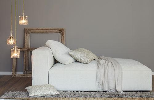 Peter Fehrentz interiordesign photography Innenarchitektur Fotografie Design Möbeldesign Furnituredesign Alpina feine Farbe Wohnzimmer elegant chaiselongue light creme