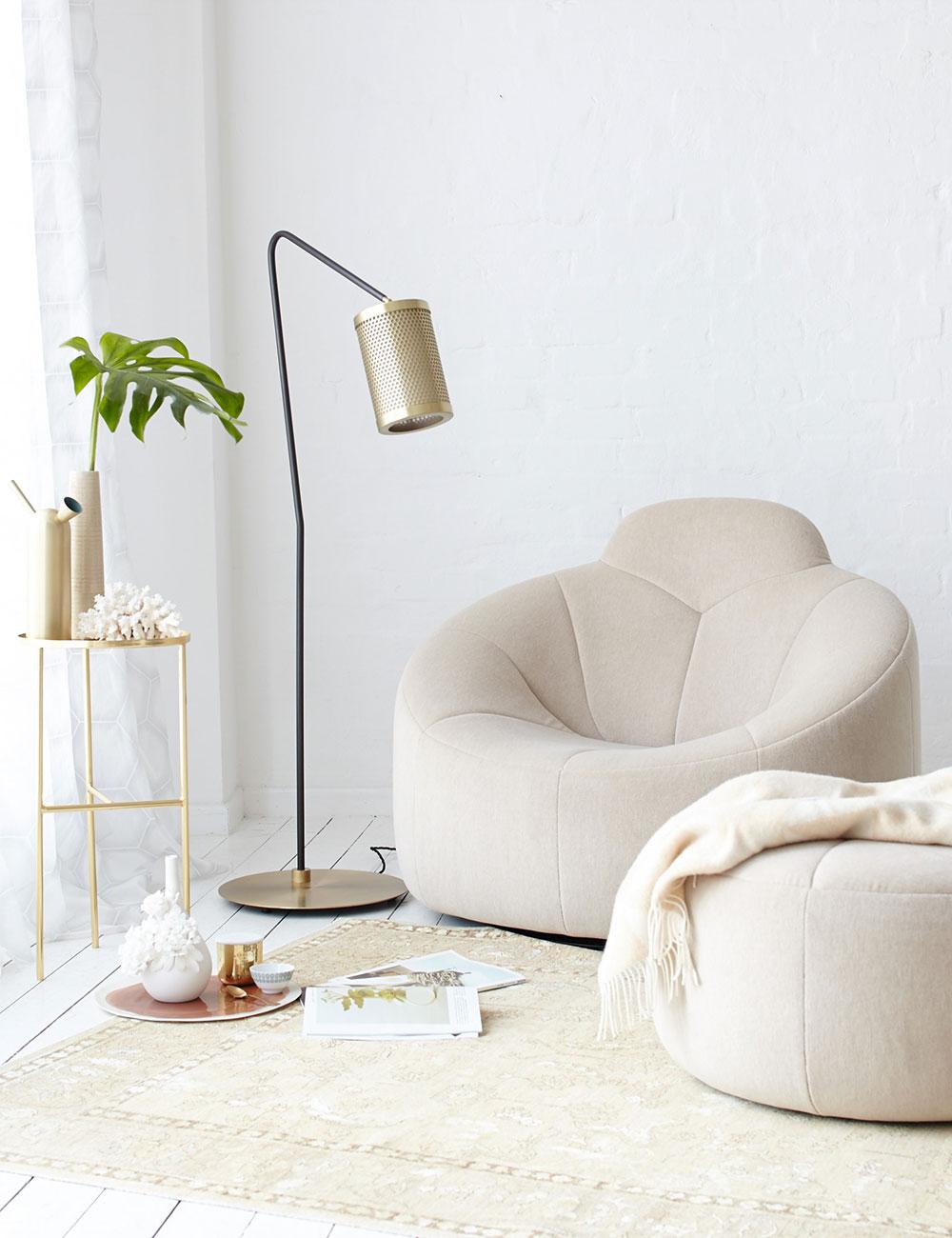 Peter Fehrentz interiordesign photography Innenarchitektur Fotografie Design Möbeldesign Furnituredesign Schöner Wohnen white and camel brass ligne roset