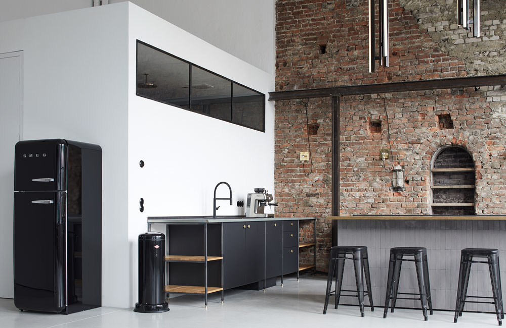 fotolocation-loft-brickwall-brick-industrial-peter-fehrentz-interiordesign-design-kitchen