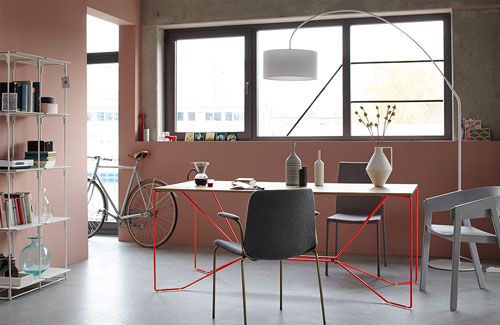 Peter Fehrentz interiordesign photography Innenarchitektur Fotografie Design Möbeldesign Furnituredesign Schöner Wohnen minimal diningroom pink walls bicycle victor foxtrott
