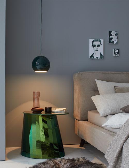 Peter Fehrentz interiordesign photography Innenarchitektur Fotografie Design Möbeldesign Furnituredesign Schöner Wohnen grey wall bedroom sidetable classicon luiz beds nap panton