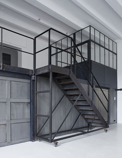 fotolocation-loft-brickwall-brick-industrial-peter-fehrentz-interiordesign-design-metall-steel-stair